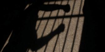 Envían a la cárcel al hombre que chicoteó a su hijo por sus malas notas