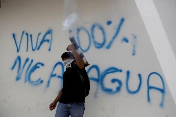 Un manifestante durante una protesta contra el régimen de Ortega enMasaya, Nicaragua (REUTERS/Jorge Cabrera)
