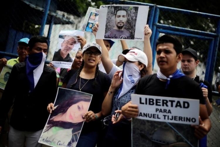 Los parientes piden la liberación de presos por protestar en contra del régimen de Daniel Ortega en Managua, Nicaragua (REUTERS/Jorge Cabrera)