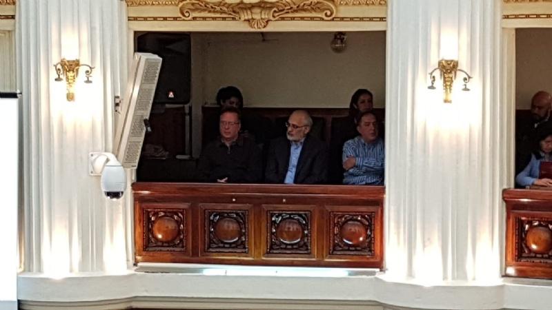 Carlos Mesa sorprende al asistir a la interpelación por el caso Quiborax