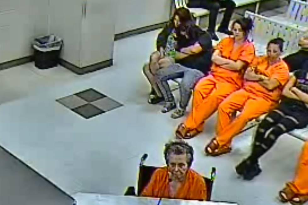 Ana Mae Blessing, en silla de ruedas, durante su puesta a disposición judicial.