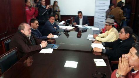 Las delegaciones del Gobierno y la UPEA reinstalan el diálogo en el FNDR.