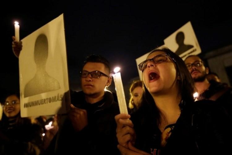 Miles de personas se reunieron en la Plaza de Bolívar en Bogotá.(REUTERS/Luisa Gonzalez)