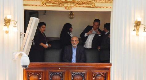 El expresidente Carlos Mesa asiste este miércoles al acto de interpelación a los ministros Héctor Arce (Justicia) y César Navarro (Minería) por el caso Quiborax. Foto: APG