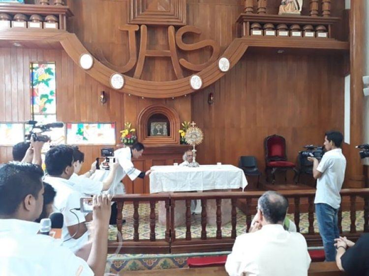 El cardenal Leopoldo Brenes, en el interior de la basílica de San Sebastián (La Prensa, Nicaragua)