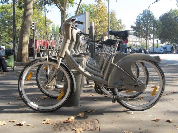 """Una estación de """"Velib"""" en París (Francia) (Wikimedia)"""