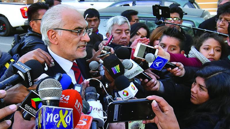 Carlos Mesa aglutina apoyo por persecución y defensa del 21F