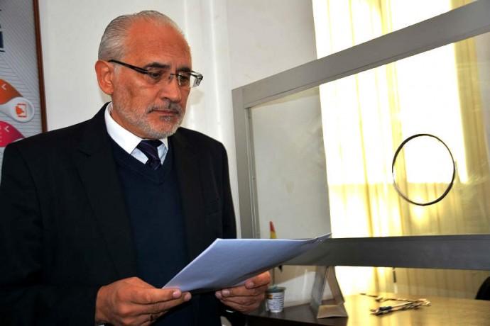 El ex presidente Carlos Mesa cuando dejaba un memorial en la Fiscalía Foto: Archivo