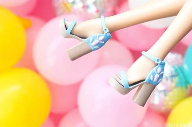 Los pies de barbie son arqueados para poder ponerle tacones ya que la muñeca no usa zapatos planos (Mattel)