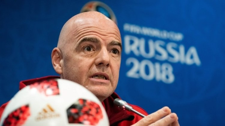 Gianni Infantino dio una conferencia de prensa antes de la final de Rusia (AFP PHOTO / Jewel SAMAD)