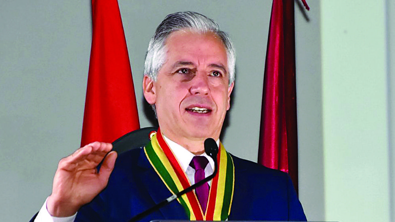 """Vicepresidente García Linera pierde el control ante gritos de """"Bolivia dijo No"""""""