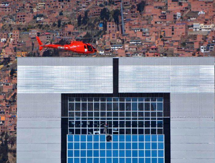 """Palacio de Evo: pruebas de helipuerto demanda miles de dólares, """"avisen cuando pruebe el jacuzzi"""" ironiza la gente"""