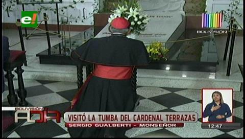 El cardenal Toribio Ticona visitó la tumba de Julio Terrazas