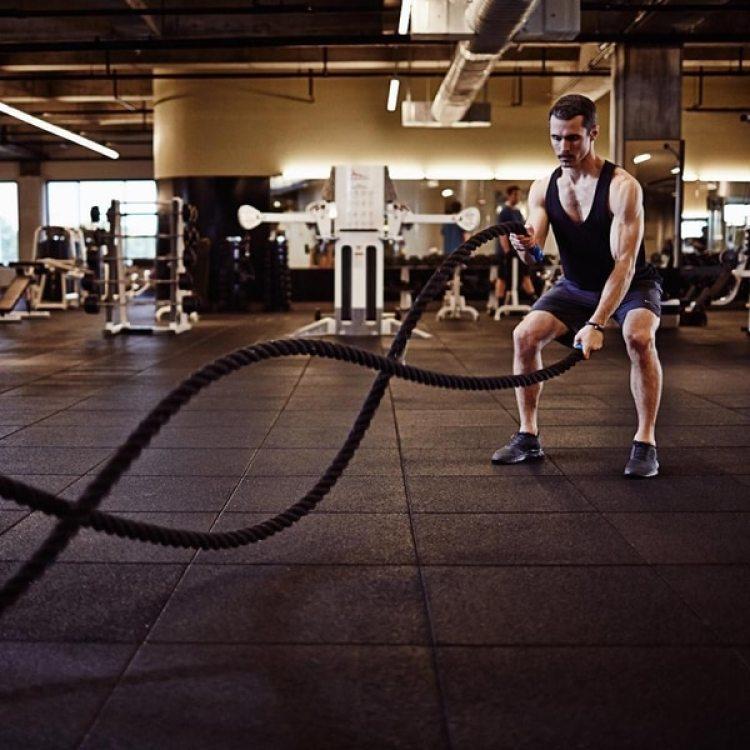 Además del equipamiento de última generación, se ofrecen clases de yoga, barre y spinning