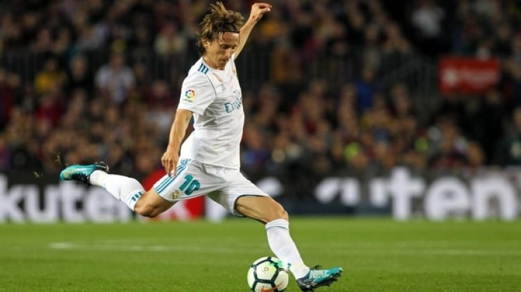 Modric maneja el centro del campo del Real Madrid