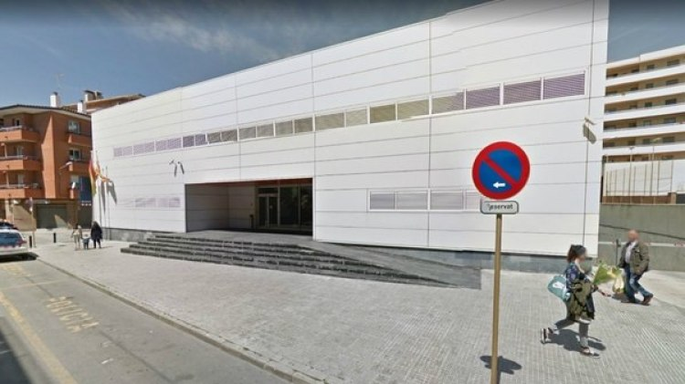 Fachada de la comisaría de Cornella de Llobregat, en Cataluña (Google)
