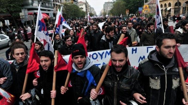 Una protestas en Atenas contra las medidas de ajuste tomadas por el gobierno (AFP)