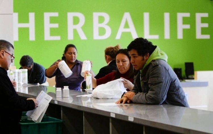 Herbalife, con sede en Los Ángeles, cuenta con 8.300 empleados en todo el mundo y cerca de 2,3 millones de distribuidores independientes, con su mercado principal en Norteamérica, China y Asia