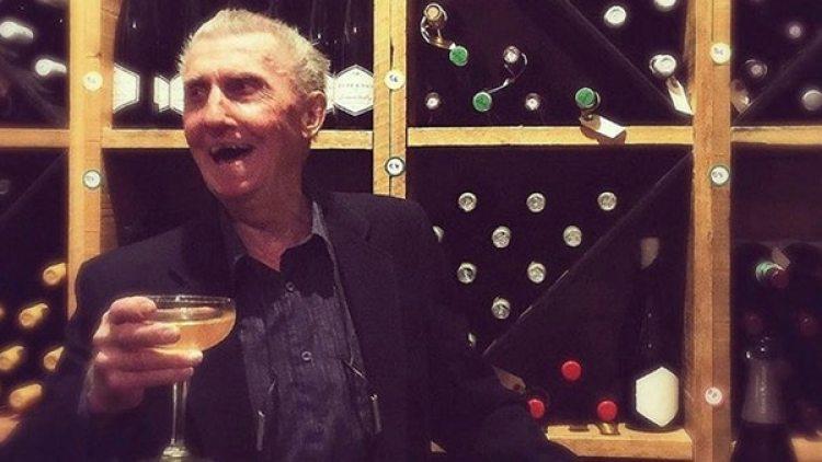 En la cava que ocupa la caja fuerte del Banco Imperial de Canadá,dondehizo un robo millonario hace 60 años, Boyne Johston brindó con champagne.