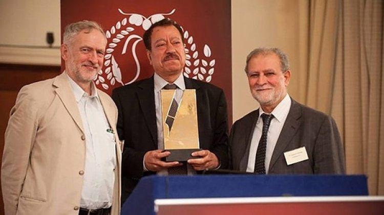 Jeremy Corbyn junto a Abdel Bari Atwan y Azzam Tamimi