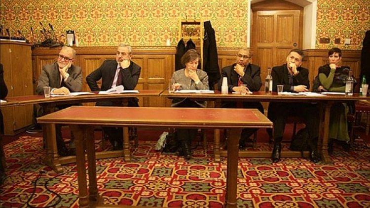 Los terroristas de Hamas en la Cámara de los Lores: Azzam Tamimi (primero de la izquierda), Mohammed Swalha (segundo de la izquierda), Jenny Tonge (tercera de la izquierda) y Daud Abdullah (segundo de la derecha)
