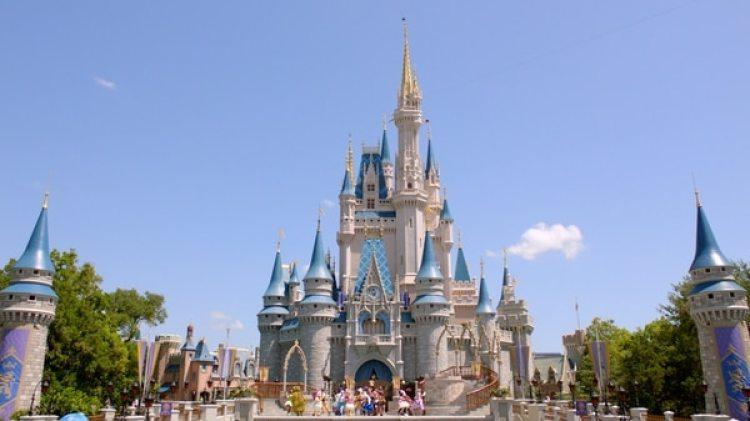 El popular castillo de Magic Kingdom en Orlando (Florida) (Imagen de archivo)