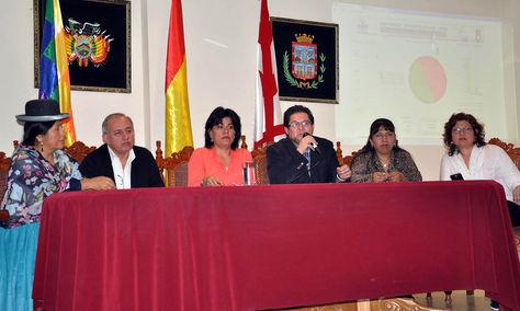 Vocales del TSE en conferencia de prensa.