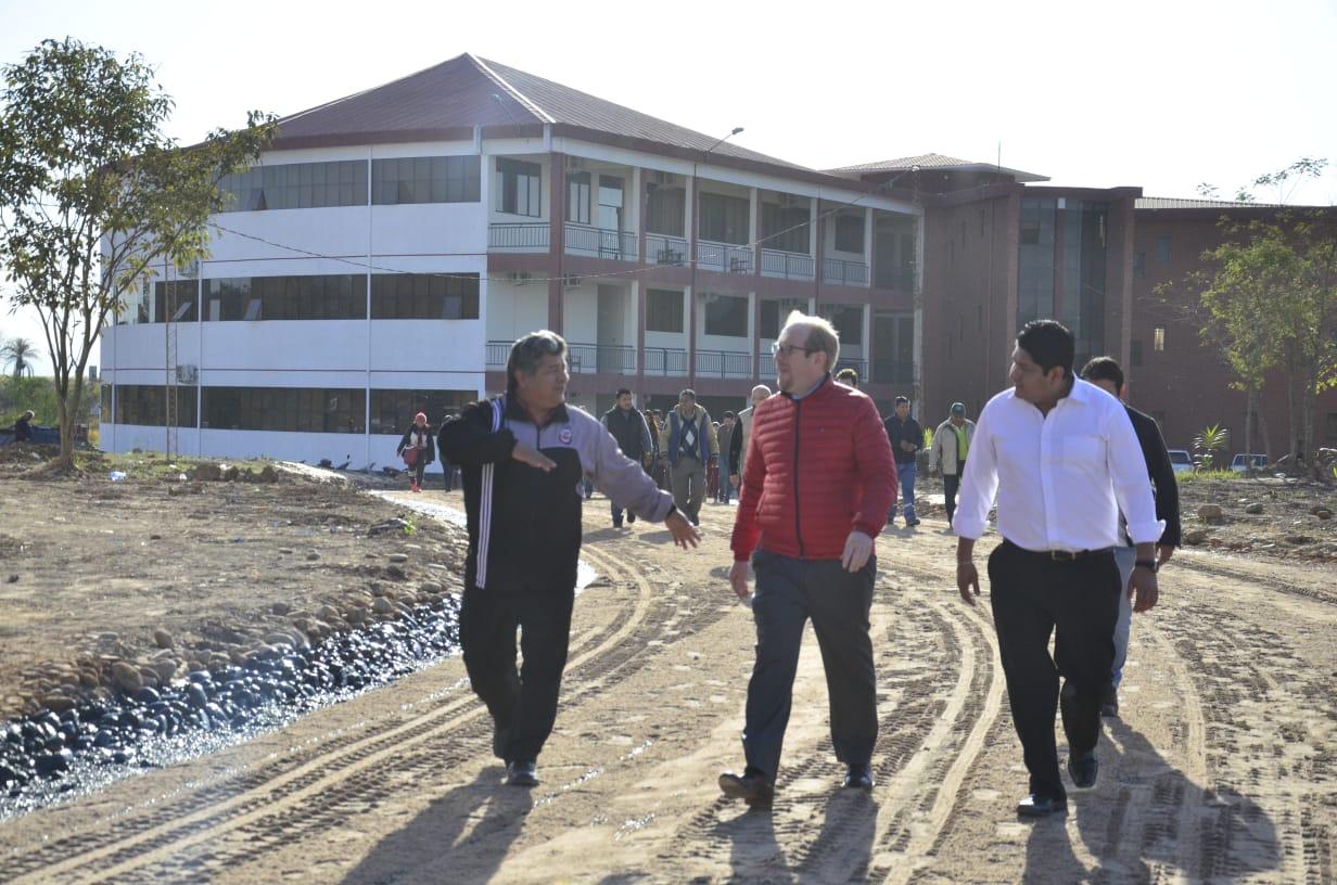 Gobernador inspecciona avance en la ampliación del campus universitario en Bermejo