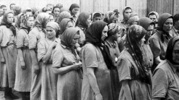 Gisella Perl trabajó como médica en condiciones imposibles: con sus manos, sin agua, en la inmundicia y la oscuridad de las barracas de Auschwitz.