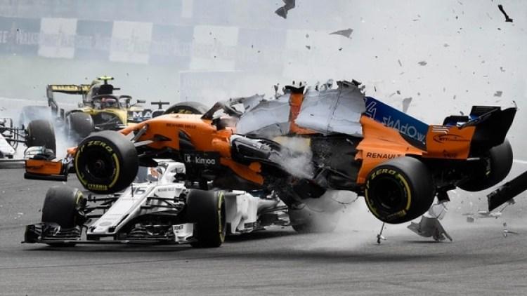 El halo de su Sauber salvó la vida de Charles Leclerc tras el accidente de Fernando Alonso(AFP)