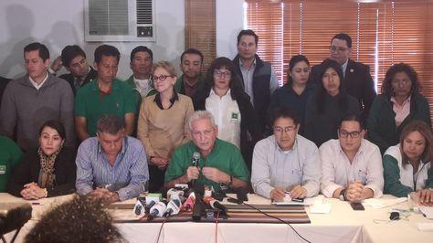 Representantes de Demócratas luego de un encuentro en La Paz.