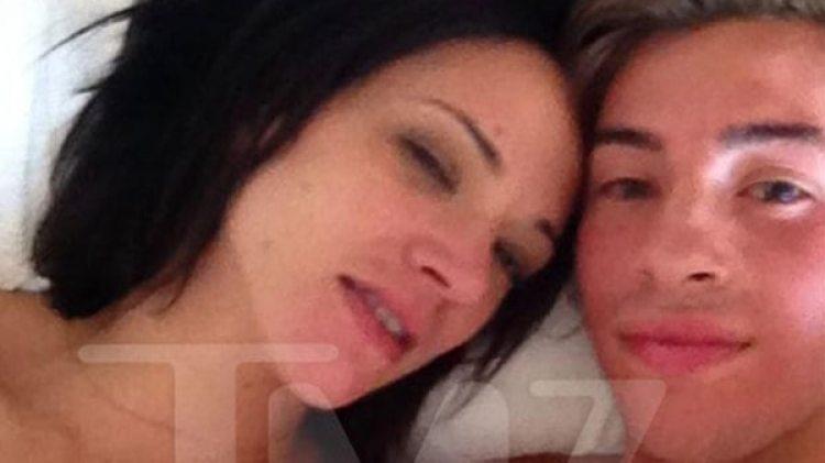 La foto de Asia argento con Jimmy Bennett luego de tener sexo