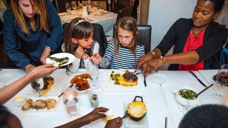 Algunos restaurantes han prohibido la entrada a niños, una medida que ha tenido reacciones encontradas en la sociedad (Katherine Frey/The Washington Post)