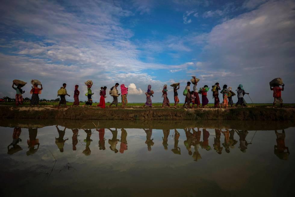 Refugiados rohingya cerca de Cox