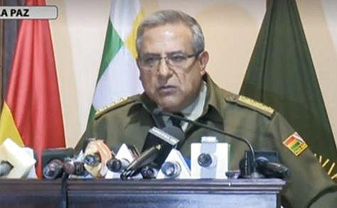 El comandante general de la Policía Boliviana, general Faustino Mendoza en conferencia de prensa.
