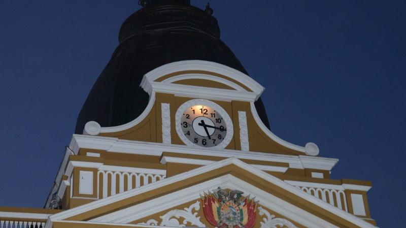 Aprueban ley para fijar y unificar la hora oficial en Bolivia