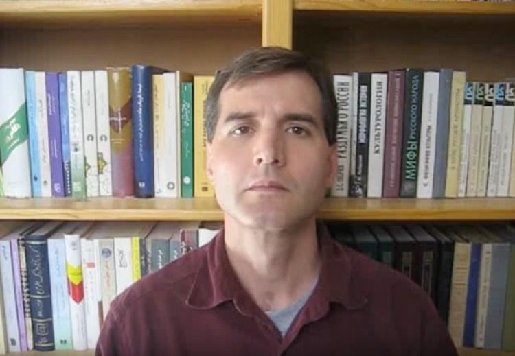 Alexander Argüelles es un hiperpolíglota extremo, que pasa el 40% de sus horas diurnas en la práctica de idiomas. (ProfASAr/YouTube)