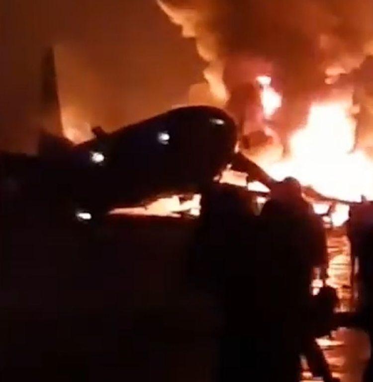 Los pasajeros lograron salir del avión antes de que se prenda fuego