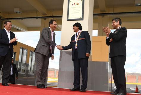 Los presidentes de Bolivia y Perú; Evo Morales y Martín Vizcarra, respectivamente, inauguraron el sábado el primer Centro Binacional de Atención en Frontera (CEBAF). (Foto: ABI)