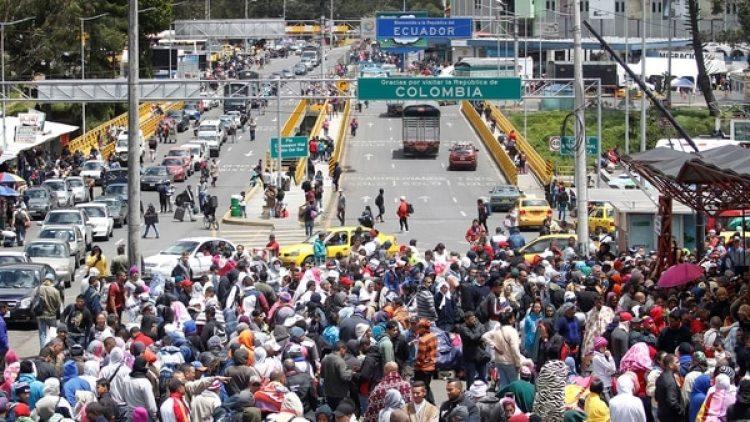 Venezolanos en la frontera entre Colombia y Ecuador. El éxodo de venezolanos se configura como el mayor movimiento migratorio en la historia de América, indicó Stephane Dujarric, portavoz del Secretario General de las Naciones Unidos (Reuters)