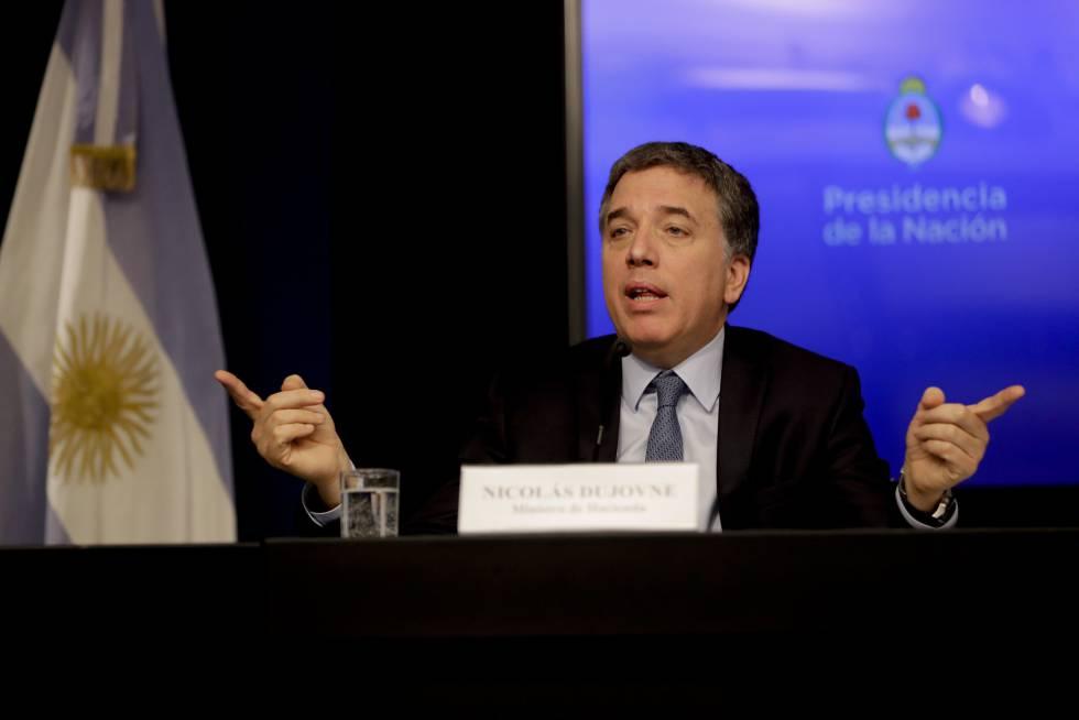 El ministro de Hacienda, Nicolás Dujovne, detalla el plan de ajuste fiscal presentado el lunes por Argentina.