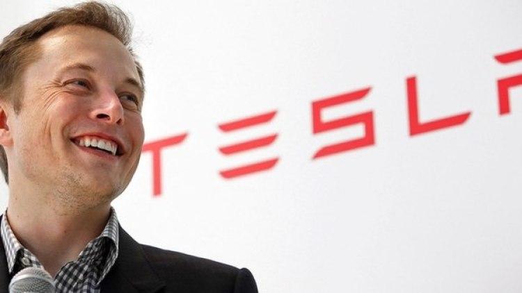 Elon Musk, CEO de Tesla, tiene hábitos que borran las fronteras entre su casa y su trabajo.