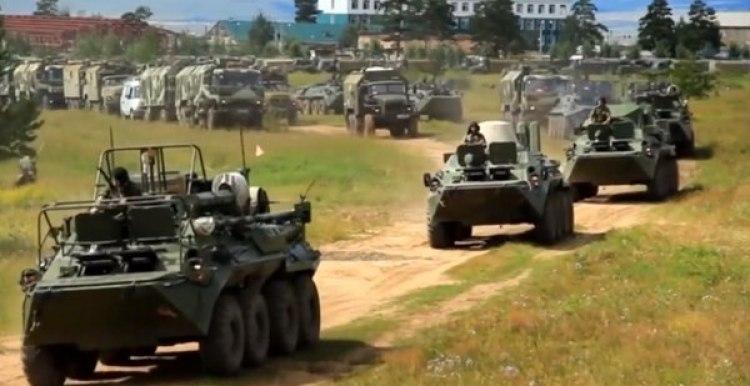 Vehículos rusos durante los ejercicios (Reuters/captura de pantalla)
