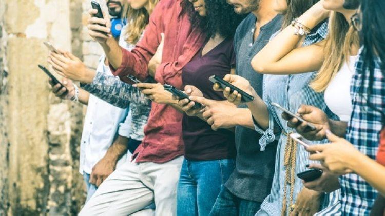 India cuenta con más de mil millones de conexiones inalámbricas por lo queesun mercado lucrativo para que los fabricantes de smartphonese expandan más allá de China y Estados Unidos, donde el crecimiento se ha desacelerado