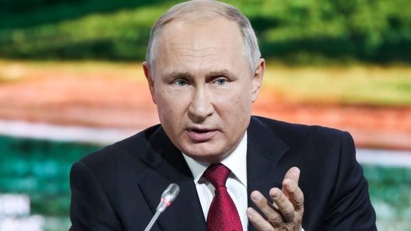 Xi Jinping y Vladimir Putin comparten canapés y vodka