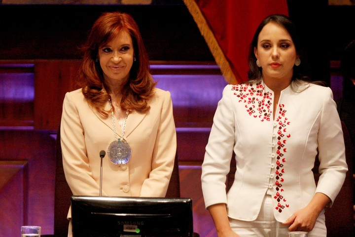 Un total de 86 de 137 legisladores apoyaron la votación para retirar la medalla denominada Manuela Sáenz destinada a presidentas o jefas de Estado por su liderazgo