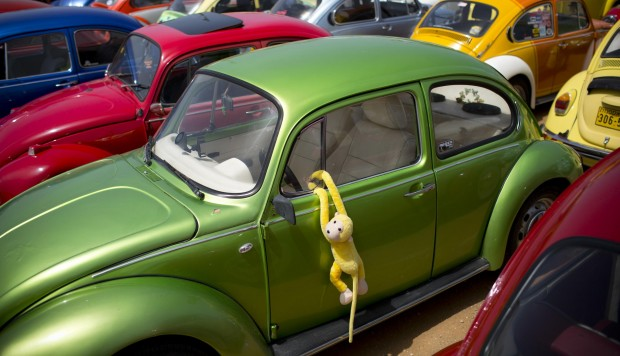 Volkswagen dice que dejará de fabricar su emblemático Beetle en julio del próximo año.