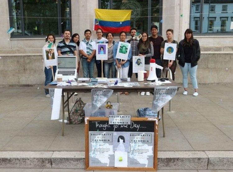 Manifestación en Manchester, Inglaterra el pasado 7 de agosto, día de la posesión del presidente Iván Duque en Colombia.