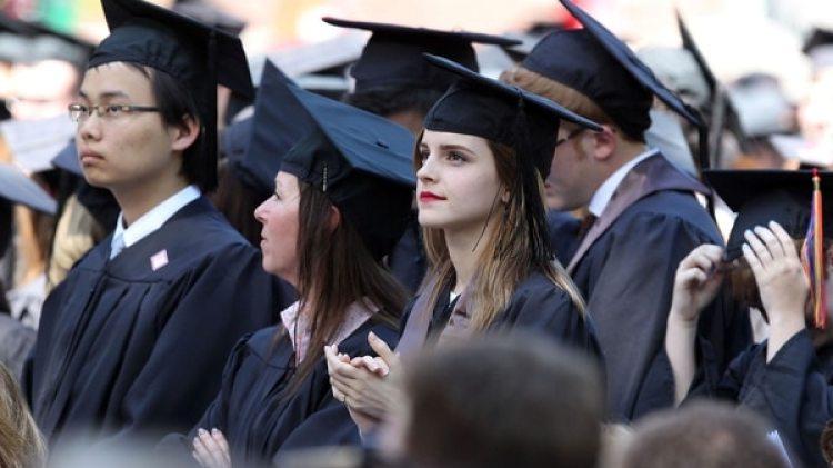 En 2015 se graduó en la prestigiosaUniversidad de Brown conun título en Literatura Inglesa.