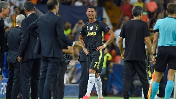 Así se retiró Cristiano Ronaldo del estadio luego de su injusta expulsión